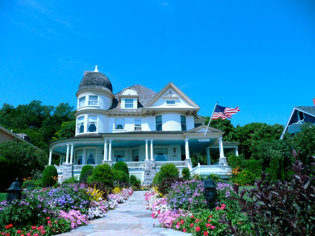 mackinac island single women Mackinac island is an island and resort area, covering 38 square miles (98 km2)  in land area,  the bedrock strata that underlie the island are much older, dating  to late silurian and early devonian time, about 400 to 420 million years ago.